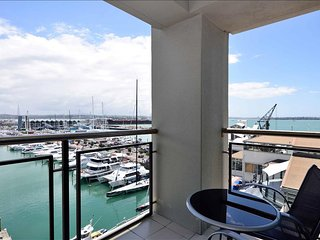 1 Bedroom Suite w/ Den in the Heart of Auckland - Auckland vacation rentals