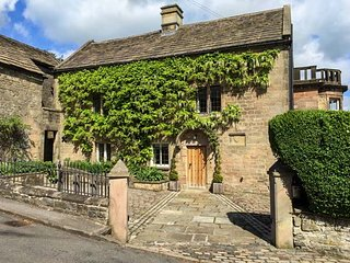 BANK HOUSE, stunning property, over three floors, woodburners, walled garden, in Winster, Ref 921864 - Winster vacation rentals