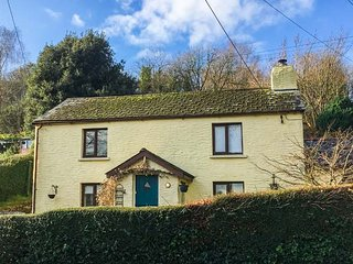 SPRING COTTAGE, woodburner, short walk to shop and pub, close to coast - Berrynarbor vacation rentals