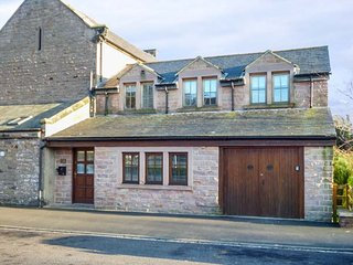 STEWART HOUSE, pet-friendly, enclosed courtyard, WiFi, Wooler, Ref 948670 - Wooler vacation rentals
