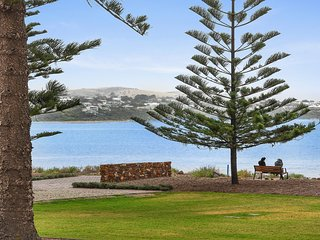 4 The Breeze - Sea Views Right in the Heart of Victor Harbor - Victor Harbor vacation rentals