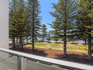 25 The Breeze - Sea Views Right in the Heart of Victor Harbor - Victor Harbor vacation rentals