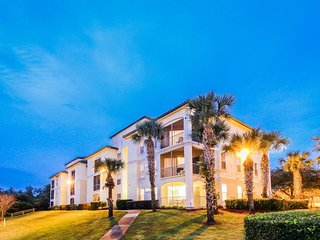 Newly renovated condo in gated resort w/ shared pool, 4 miles to Disney! - Four Corners vacation rentals