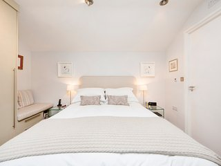 Trendy new studio apartment- Fulham - London vacation rentals