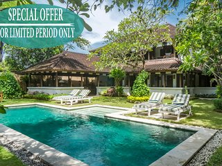 The Colonial White House Villa, 2 bed, feature gardens, close to beach, Seminyak - Seminyak vacation rentals