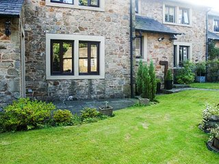 SPRINGFIELD COTTAGE, stone-built cottage, village location, AONB, WiFi, in Chipping, Ref 945252 - Chipping vacation rentals