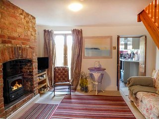 GRACE COTTAGE, woodburner, TV with Sky, WiFi, lawned garden, parking, in - Bruton vacation rentals