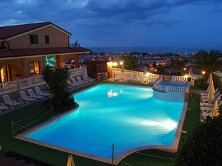Trilo for up to 6 people with shared pool - Tortoreto Lido vacation rentals