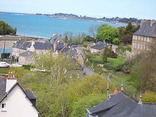 Villa avec vue sur mer 500 m du port du guildo tout près du GR 34 Ebihens - Créhen vacation rentals
