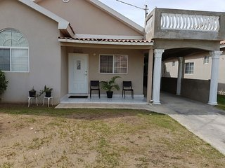 It's  lovely apartment come an enjoy.gated comuity clean house big part shops ab - Spanish Town vacation rentals