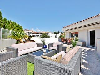 3 Bedroom Apartment Rental in Juan les Pins - Perfect base for sun-worshippers! - Juan-les-Pins vacation rentals