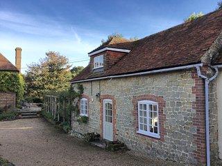Mizzards - Sleeps 4 in rural Hampshire - Rogate vacation rentals
