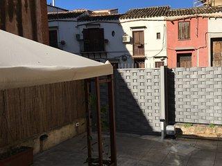 Cozy apartment with garden beside Spasimo - Palermo vacation rentals