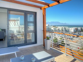 Luxurious and modern apartment with stunning views - Bloubergstrand vacation rentals