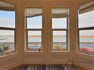 Southport Beautiful Holiday Apartment Overlooking the Marine Lake with Sea Views - Southport vacation rentals