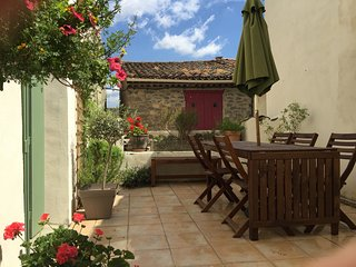Sunny 4 bedroom Montlaur Gite with Internet Access - Montlaur vacation rentals