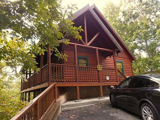 Luxury Cabin 5br/3.5ba- Theater & Game room,Hot tub,Wifi, Pool, 1.5 m from Prky - Gatlinburg vacation rentals
