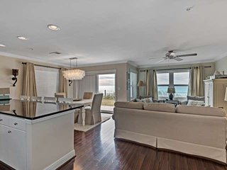 Beach Front Condo with gorgeous Gulf Views! - Destin vacation rentals