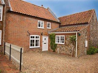 Sexton's Yard Cottage - Docking vacation rentals