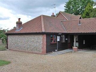 Bright 2 bedroom House in Cley Next the Sea - Cley Next the Sea vacation rentals