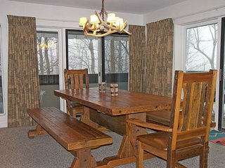 K126A- Managed by Loon Reservation Service - NH Meals & Rooms Lic# 056365 - Lincoln vacation rentals
