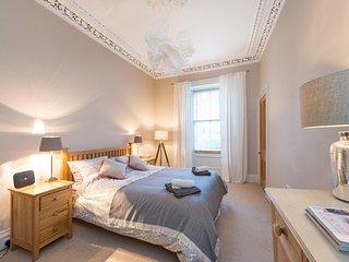 Beautiful Main Door Flat in Stockbridge, comfortably sleeps 6 guests. - Edinburgh vacation rentals