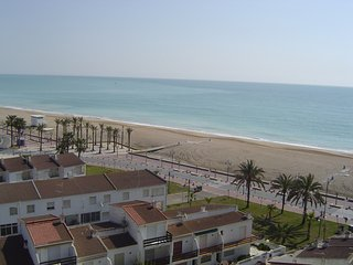Comfortable Condo with Shared Outdoor Pool and Balcony - Peniscola vacation rentals
