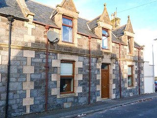 3 CRAIGVIEW, stone cottage, three bedrooms, decked terrace, pet-friendly, in Portessie, Buckie, Ref 951241 - Findochty vacation rentals