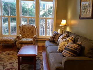 Sunny & Cozy 2 bdrm Duplex, Jamaica Plain, Boston - Boston vacation rentals