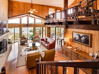 Gorgeous lodge on Lake Travis w/ a shared pool, marina, & more! - Lago Vista vacation rentals