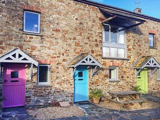 STABLES BARN, over three floors, country and coast views, on-site facilities, Marhamchurch, Ref 942616 - Marhamchurch vacation rentals