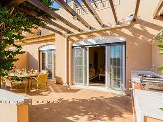 Luxury 3 Bed en-suite Townhouse Victoria Boulevard - Vilamoura vacation rentals