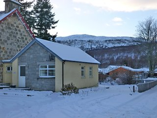 Comfortable 2 bedroom Aviemore Cottage with Satellite Or Cable TV - Aviemore vacation rentals