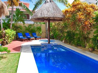 CHARMING STUDIO, WALK TO BEACH & TOWN, AC, BIKES, POOL, BEACH CHAIRS, PLUS! - Puerto Morelos vacation rentals