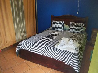 Deluxe room  5 to 8 guests, A/C, WiFi, Kitchen, 2baths,dinning room. Parking - La Fortuna de San Carlos vacation rentals