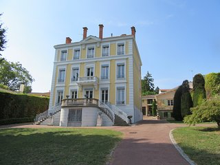 Nice Gite with Tennis Court and Hot Tub - Saint-Cyr-au-Mont-d'Or vacation rentals