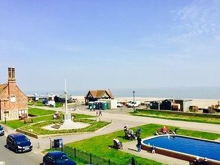 Dial Flat Aldeburgh Direct Sea Views overlooking the beach in centre of town - Aldeburgh vacation rentals