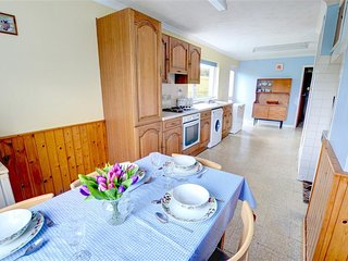 3 bedroom Cottage with Washing Machine in Talgarreg - Talgarreg vacation rentals