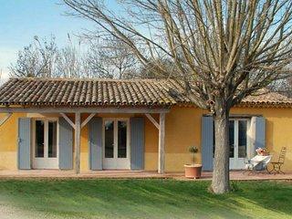 Les Oliviers, maison 2 chambres pour 6, 1 Salle de Bain - Caderousse vacation rentals