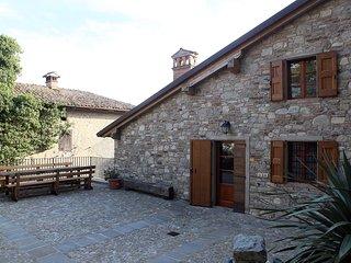 """Appartamento Aia dell'Agriturismo """"Il Vecchio Borgo"""" - Castellarano vacation rentals"""