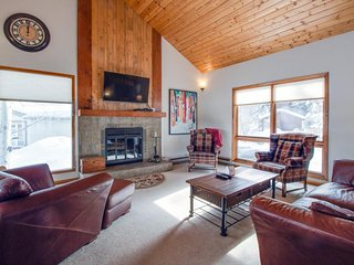 Golf community with a relaxing outdoor deck and mountain views! - Avon vacation rentals