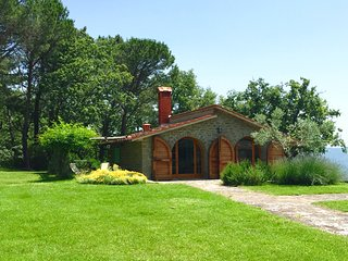 Villa with pool in the heart of Tuscany - San Giustino Valdarno vacation rentals
