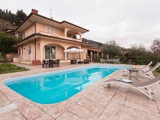 Villa Chiara with pool,few minutes from the beach! - Piano di Mommio vacation rentals