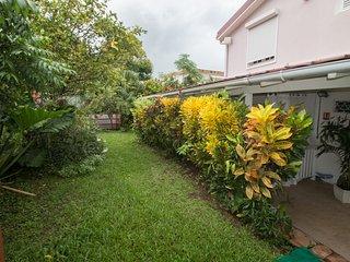 Charmant appartement tout confort terrasse et jardin privée - Le Lamentin vacation rentals