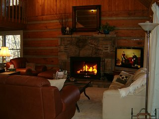 3 bedroom LOG cabin QUAILS RETREAT! Free Wi-Fi - Pigeon Forge vacation rentals