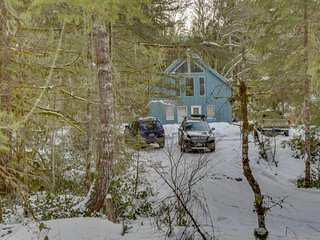 Dog-friendly cabin in the woods with private hot tub, perfect for relaxing! - Brightwood vacation rentals