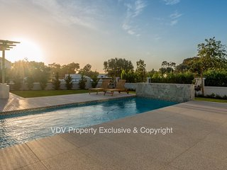 Superb secure country living in the Franschhoek / Paarl Winelands - Suider Paarl vacation rentals