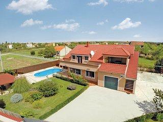 6 bedroom Villa in Zadar Galovac, Northern Dalmatia, Zadar, Croatia : ref 2044575 - Sukosan vacation rentals