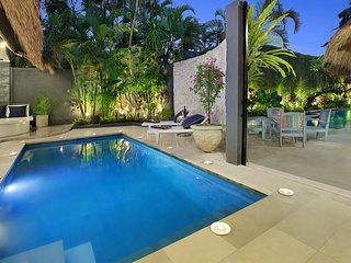 6 brm Bali Villa - sleeps 14 - 2 Pools 2 interconnecting Villas - Seminyak vacation rentals