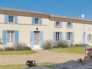 5 bedroom Villa in Romegoux, Charente Maritime, France : ref 2220416 - Beurlay vacation rentals